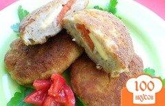 Фото рецепта: «Котлеты куриные с начинкой из сыра и помидора»