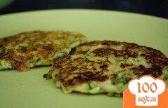 Фото рецепта: «Кабачковые оладьи с хумусом»