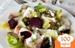 Фото рецепта: «Салат с картофелем, свеклой и копченой скумбрией»