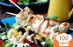Фото рецепта: «Сувлаки с салатом и соусом дзадзики»