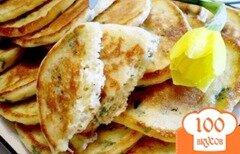 Фото рецепта: «Сырные оладьи на сметане с зеленью»