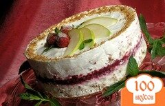 Фото рецепта: «Торт-мороженое с безе и красными ягодами»