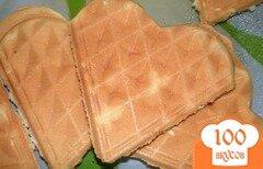 Фото рецепта: «Вафли бисквитные с кокосовой стружкой»