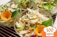 Фото рецепта: «Редисковый салат с капустой и листьями одуванчика»