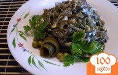 Фото рецепта: «Салат из морской капусты, лука и горошка»