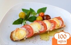 Фото рецепта: «Запеченный бутерброд с сыром и помидорами»