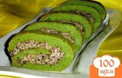 """Фото рецепта: «Закусочный рулет """"Зеленый при зеленый...""""»"""