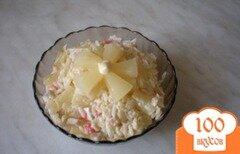 Фото рецепта: «Салат с крабовыми палочками и ананасами»