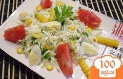 Фото рецепта: «Легкий овощной салат с кукурузой и перепелиными яйцами»