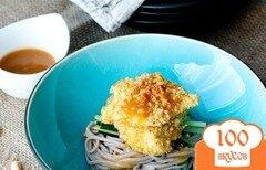 Фото рецепта: «Курица в панировке из киноа с арахисовым соусом»