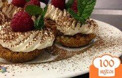 Фото рецепта: «Корзиночки ореховые с кофейным и трюфельным кремом»