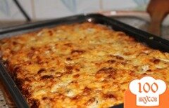 Фото рецепта: «Пицца с колбасой, помидором и сыром»