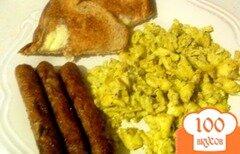 Фото рецепта: «Яичница с сыром и соусом Песто»