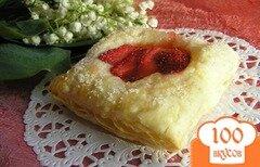 Фото рецепта: «Слоеное пирожное с клубникой»