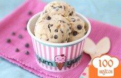 Фото рецепта: «Мороженое со вкусом йогурта и печенья с шоколадом»