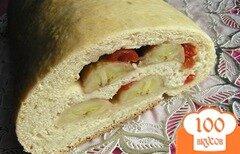 Фото рецепта: «Пирог-рулет с бананом и вишней»