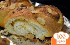 Фото рецепта: «Кольцо со сливочным сыром и абрикосовой начинкой»