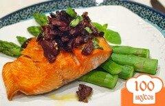 Фото рецепта: «Лосось с оливковым салатом»