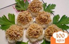 Фото рецепта: «Печеночная закуска на хлебных цветочках»