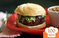 Фото рецепта: «Бутерброд с котлетой и соусом дзадзики»