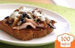 Фото рецепта: «Бутерброд с грибами и расплавленным сыром»