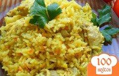 Фото рецепта: «Рассыпчатый рис с курицей и куркумой»