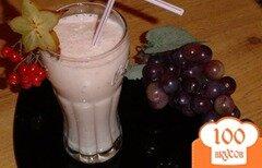 Фото рецепта: «Коктейль кисло-молочный с бананами и ягодами»