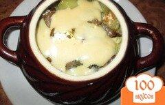 Фото рецепта: «Картошка тушеная с грибами и курицей в горшочке»