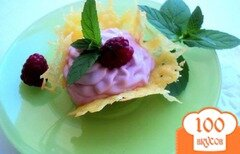Фото рецепта: «Сырные корзиночки с творожно-малиновым кремом.»