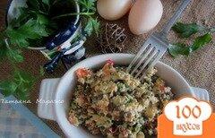 Фото рецепта: «Омлет-болтанка с чечевицей и томатом»