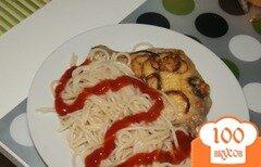 Фото рецепта: «Спагетти с курицей под сыром и луком»