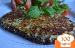 Фото рецепта: «Горячий бутерброд с сыром на сковороде»