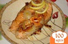Фото рецепта: «Форель (семга, лосось) на луковой подушке в сотейнике»