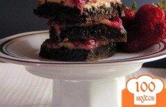 Фото рецепта: «Шоколадные кусочки с клубникой и сладкой сырной массой»