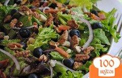 Фото рецепта: «Салат с беконом, черникой и пеканом»