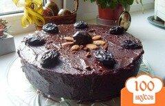 Фото рецепта: «Шоколадный торт с черносливом и миндалем»