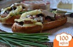 Фото рецепта: «Горячий бутерброд с ветчиной, черносливом и сыром»