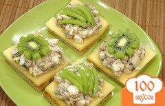 Фото рецепта: «Гренки с сыром и копченой рыбой»