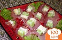 Фото рецепта: «Закусочное канапе с огурцом и сулугуни»