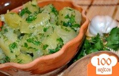 Фото рецепта: «Молодой картофель с чесноком и зеленью»