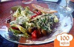 """Фото рецепта: «Салат """"Цезарь"""" с оливками»"""