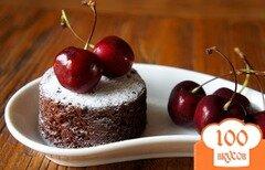 Фото рецепта: «Шоколадные кексы с вишней»