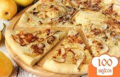 Фото рецепта: «Пицца с грушей и сыром горгонзола»