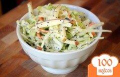 Фото рецепта: «Салат из капусты и яблок с маком»