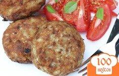 Фото рецепта: «Мясные котлеты в кукурузной панировке с капустой и рисом»