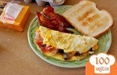 Фото рецепта: «Омлет с ветчиной и сыром»