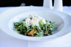 Фото рецепта: «Салат с жареными лисичками»