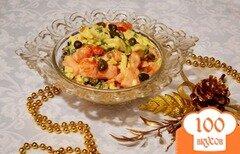 Фото рецепта: «Овощной салат с авокадо, помидором и сыром»