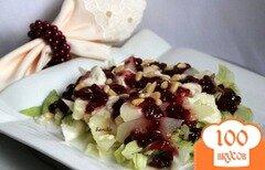 Фото рецепта: «Тёплый салат из груш и моцареллы с ягодным соусом»