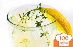 Фото рецепта: «Лимонад с водкой и тимьяном»